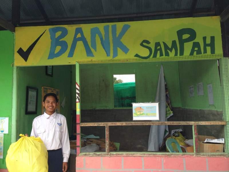 MENELISIK BANK SAMPAH MILIK SEKOLAH PERAIH ADIWIYATA MANDIRI. Bank Sampah  SMPN 5 Bontang. 6d1ede36da